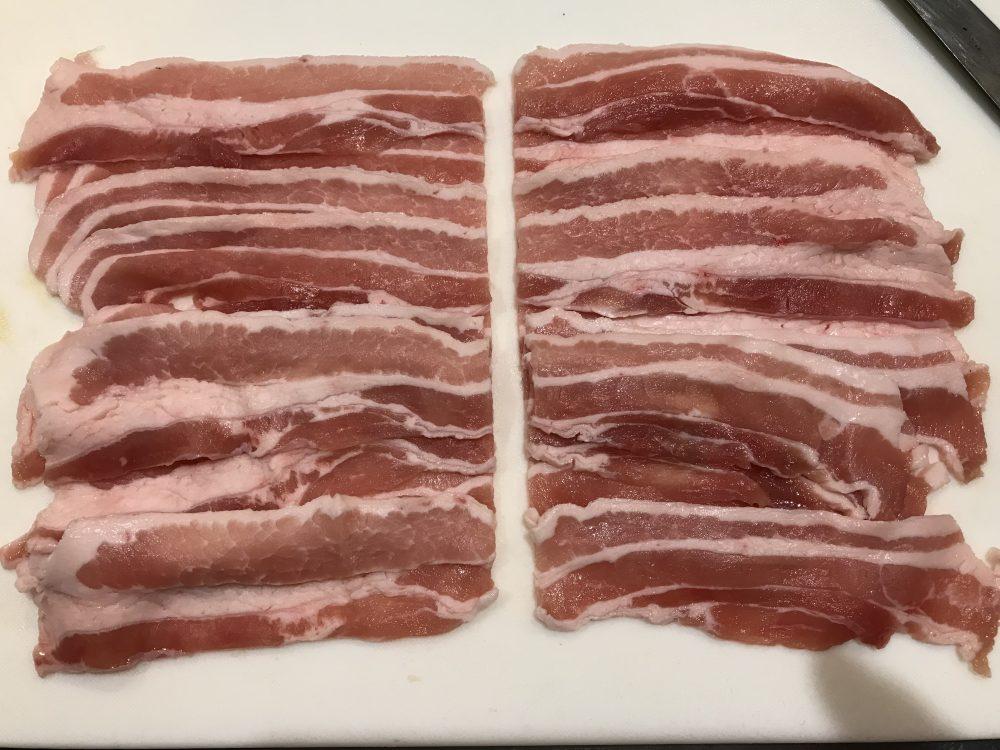 豚バラ肉をカット