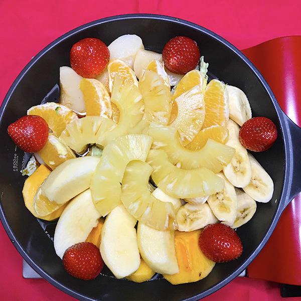 フルーツを並べる